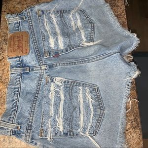 High waisted distressed Levi shorts